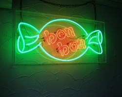 bon bon ein Liebhaberstück als Neon Objekt