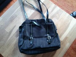 Foto 2 diverse Taschen, alle gut erhalten, kleiner Preis, schaut euch die Fotos an !!!