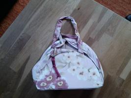 Foto 5 diverse Taschen, alle gut erhalten, kleiner Preis, schaut euch die Fotos an !!!