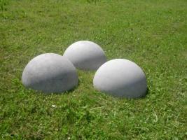 drei st�ck halbrund aus beton Mass:35 x 16 cm