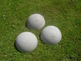Foto 2 drei st�ck halbrund aus beton Mass:35 x 16 cm