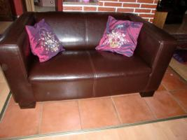 Foto 2 ein 3 Sitz Sofa, 2 Sitz Sofa, ein Hocker und ein Big Sofa