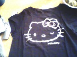 Foto 2 ein Damen T-shirt Von HEllO KiiTTY gr.XL 2x Gebraucht  mit StrassSteinen Gutenzustand
