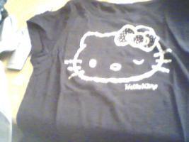 Foto 4 ein Damen T-shirt Von HEllO KiiTTY gr.XL 2x Gebraucht  mit StrassSteinen Gutenzustand