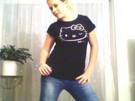 Foto 6 ein Damen T-shirt Von HEllO KiiTTY gr.XL 2x Gebraucht  mit StrassSteinen Gutenzustand