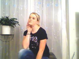 Foto 9 ein Damen T-shirt Von HEllO KiiTTY gr.XL 2x Gebraucht  mit StrassSteinen Gutenzustand