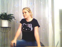Foto 10 ein Damen T-shirt Von HEllO KiiTTY gr.XL 2x Gebraucht  mit StrassSteinen Gutenzustand