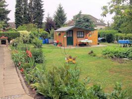 ...einen Garten mit Hütte!