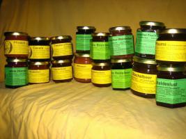 einheimische Naturkost direkt vom Erzeuger: leckere Fruchtaufstriche mit hohem Fruchtanteil