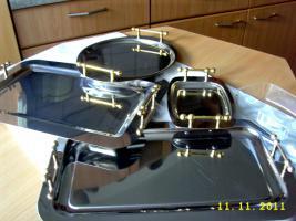 elegante Servierplatten und zwei passende Butterschalen