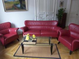 formschönes Ledersofa und 2 Sessel