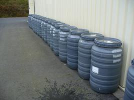 gebrauchte PVC- Regenfässer