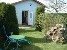 gepflegter und schöner Kleingarten mit massiven Steinhaus