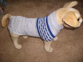 Foto 2 gestrickte Hundepullover