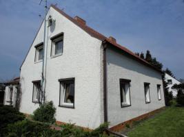 großes Einfamilienhaus mit Grundstück