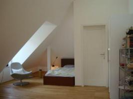 großes Zimmer mit eigenem Bad zur bauma