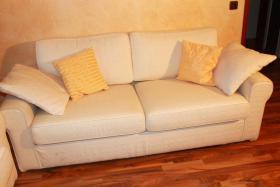 Foto 2 gut erhaltene 2,5 Sitzer (2 Stk.) günstig abzugeben