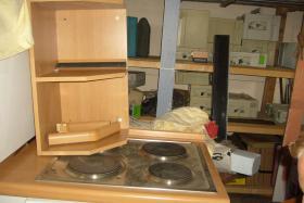 Foto 2 gut erhaltene Einbauküche komplett mit Herd und Spüle