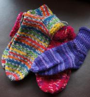 Foto 2 handgestrickte Socken und Mützen
