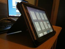 Foto 4 iPad Wifi 32 GB mit orginalem Mika Häkkinen Unterschrift auf der Rückseite..