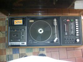 ich biete einen schallplattenspieler mit kassetenspieler, radio und 2 boxen an + alle meine schallplatten