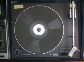 Foto 2 ich biete einen schallplattenspieler mit kassetenspieler, radio und 2 boxen an + alle meine schallplatten