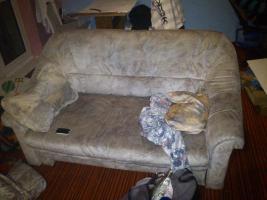 ich verkaufe eine ältere couch die viel wert ist