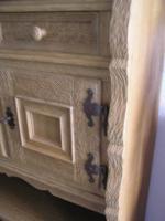 Foto 3 individuelles Möbel, Einzelstück in Eiche gelaugt und geschruppt