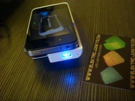 Foto 2 iphone 4 docking projector i phone einstecken und pr�sentieren by elektric-junkys