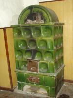 kachelofen  grün und  braun