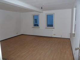 Foto 2 kl. Haus mit Garten in Ober-Mörlen, helle Räume(Wohnung), zentrale ruhige Lage, Erstbezug n. Sanierung