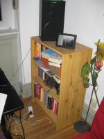 kleines Bücherregal zu verschenken