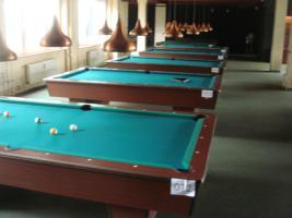 kompletter Billardsalon mit 29 Turnier Pool - Billardtischen