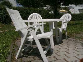 komplettes Gartenmöbelset- Tisch, Stühle und Liege
