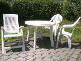 Foto 2 komplettes Gartenmöbelset- Tisch, Stühle und Liege