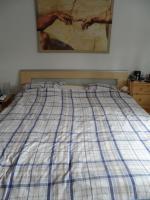 Foto 2 komplettes Schlafzimmer (Bett, Schrank, 2 Nachttische)