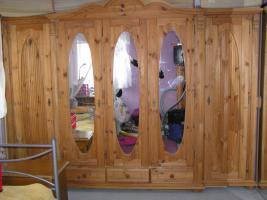 komplettes Schlafzimmer Landhausstil Echtholz Bett Schrank Lattenrost Nachtschr�nke