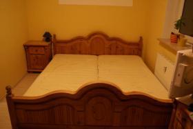 Foto 4 komplettes Schlafzimmer Landhausstil Echtholz Bett Schrank Lattenrost Nachtschränke