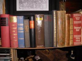 Foto 2 militärische Bücher