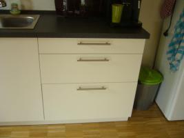 Foto 4 moderne neuwertige Küchenzeile ohne Herd und Elektrogeräte