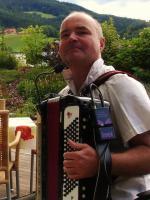 Foto 3 musitala � Musik ::: Singen ::: Tanzen ::: LAchen mit Alleinunterhalter Norbert Schindlegger