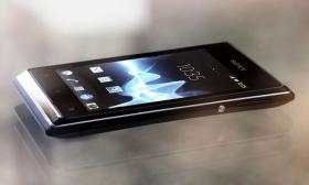 nagelneues smartphone sony xperia E