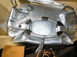 Foto 2 neu, original tasche von TOD´S, mit sertifikat, silber.