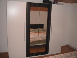 neues schlafzimmer weiss-grau (bett+lattenrosts+nachtschränke+grosser schrank)