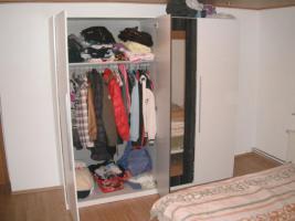 Foto 5 neues schlafzimmer weiss-grau (bett+lattenrosts+nachtschränke+grosser schrank)