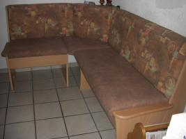 neuwertige Kücheneckbank mit ausziehbaren Tisch   zwei Stühle, modernes Desing, wenig benutzt, da ich den ganzen Tag arbeite. NP 600%u20AC Preis verhandelbar  Weber Kirchstraße 15 79804 DOGERN Tel. 077513063257
