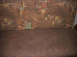 Foto 2 neuwertige Kücheneckbank mit ausziehbaren Tisch   zwei Stühle, modernes Desing, wenig benutzt, da ich den ganzen Tag arbeite. NP 600%u20AC Preis verhandelbar  Weber Kirchstraße 15 79804 DOGERN Tel. 077513063257