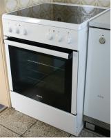 neuwertiger Elektroherd mit Glaskeramik-Kochfeld