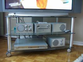 Foto 2 neuwertiger TV-Phonowagen