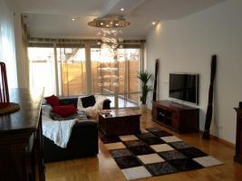 •Doppel Haus, ca.300 qm Wohnfläche, Garten ca 250 qm, grosser Keller ca100 qm, Garage »